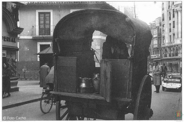 Carro de reparto de leche en los años sesenta