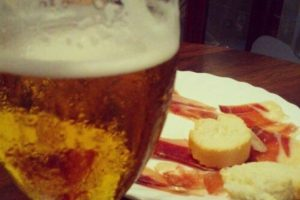 Cerveza y jamon